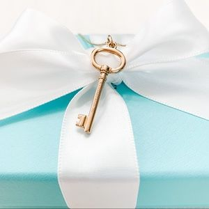 Tiffany & Co. Tiffany Keys Oval Key Pendant 18k